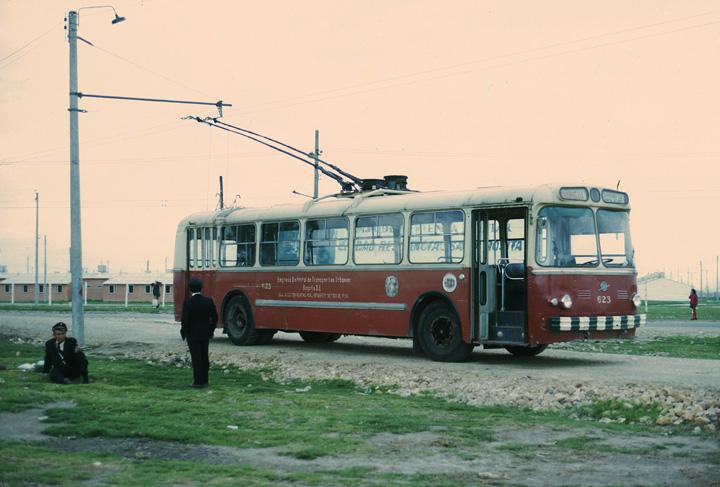 V Bogotě sloužily v minulosti i sovětské trolejbusy ZiU-5. (zdroj: www.sfu.ca)
