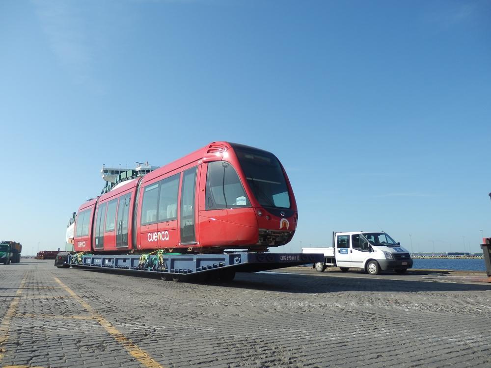 První ze 14 objednaných tramvají Alstom Citadis se na jaře roku 2015 vydává na svou dalekou pouť do Cuency. (foto: CIM)