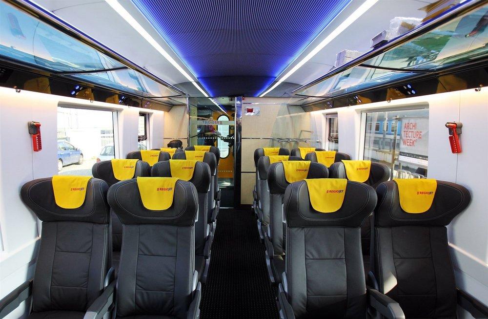 Doc. Ing. arch. Patrik Kotas dlouhodobě spolupracuje také s dopravcem RegioJet. Navrhl například podobu vozů výrobce ASTRA i barevné řešení vlaků. (foto: atelier Patrika Kotase)
