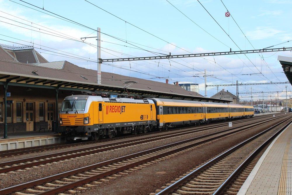 Na čelá vlakov do Košíc nasadzuje RegioJet viacsystémové rušne Siemens Vectron. (foto: Martin Žarnovický, RegioJet)