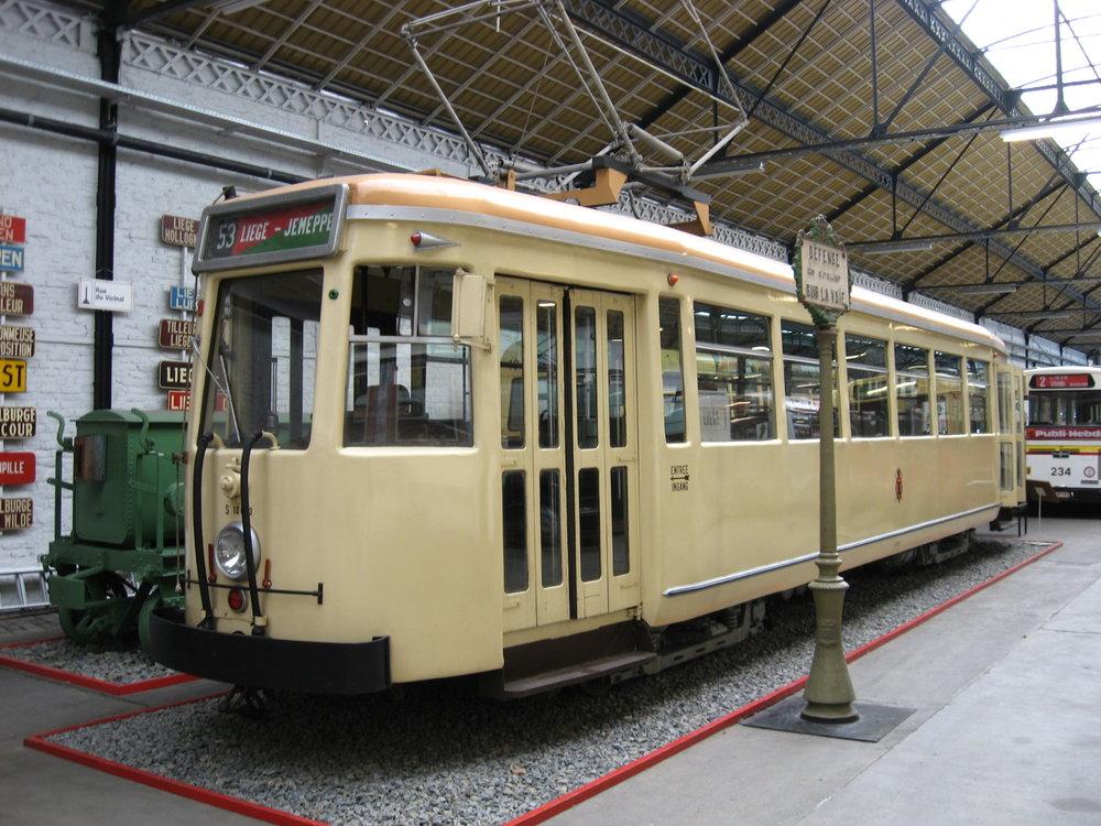 V Lutychu jezdily tramvaje už v minulosti, konkrétně v letech 1871-1967. Na snímku je historický vůz z roku 1930 v muzeu veřejné dopravy v Lutychu. (zdroj: wikipedia.org)