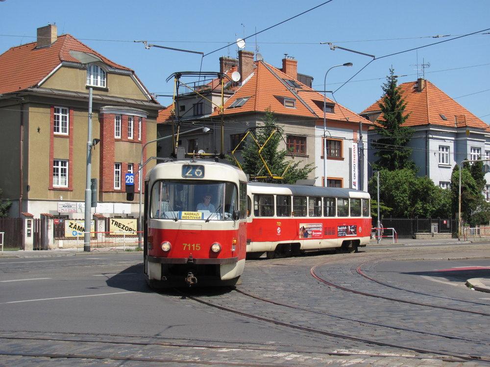 Na Ukrajinu zamíří vozy T3SUCS ev. č. 7115 a 7134. Fotografie zachycuje vůz ev. č. 7115 v soupravě na lince č. 26 dne 19. 5. 2012. (foto: Ing. Filip Jiřík)