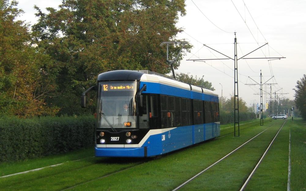 Tramvaje do Krakova dodával v minulosti i Bombardier. Ten nyní nepřímo bojuje o přízeň dopravce ve spolupráci s polskou firmou NEWAG. (zdroj: Wikipedia.org)