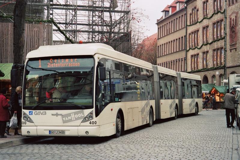 Tříčlánkový autobus VanHool AGG300 na snímku z roku 2007. Výrobce má k dispozici více variant tohoto typu vozidla. (ilustrační foto, zdroj: Wikipedia.org)