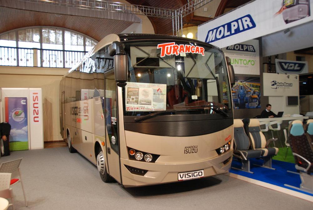 Jedním z významných partnerů veletrhu je i společnost Turancar, která stojí za prodejem autobusů značky ISUZU v České republice (a na Slovensku). Jednalo se o jednu z prvních firem, která se na veletrh v roce 2011 přihlásila. Snímek však pochází z loňského Czechbusu a představuje vůz Visigo. (foto: Libor Hinčica)