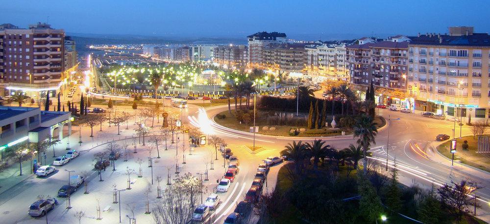 Malebné město Jaén na jihu Španělska se může pochlubit unikátem: dokončená tramvajová trať se využívala jen pár dní a ve velké vozovně s osmi stáními a vlastní myčkou postavené na severu města spočívají už přes pět let tramvaje Alstom Citadis TGA 302. (zdroj:Wikipedia)