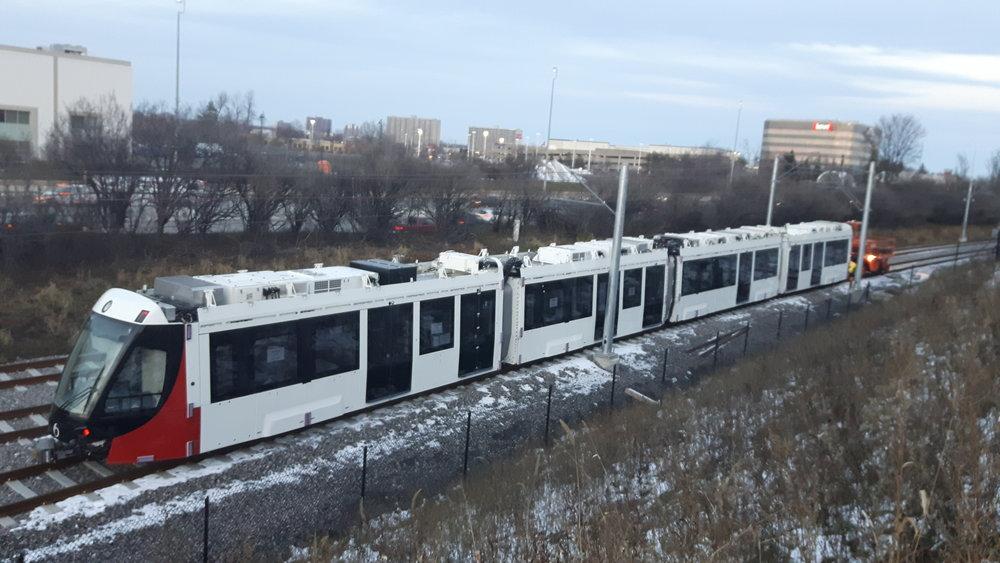 První z tramvají Alstom Citadis Spirit na trati v Ottawě. (foto: Alstom)