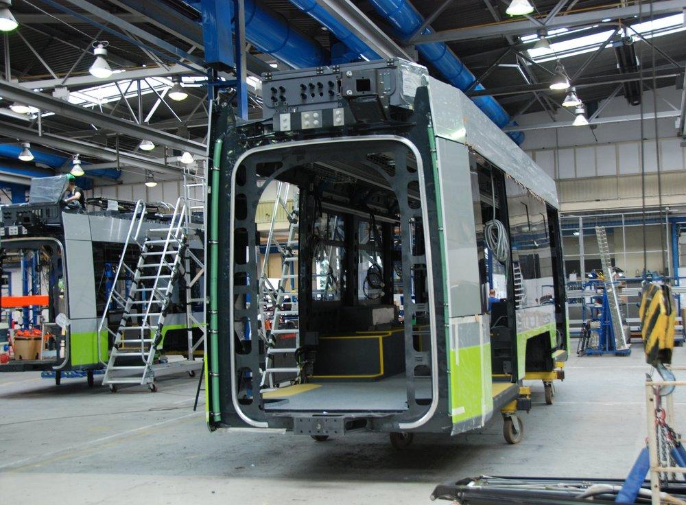Výroba středních článků tramvají Solaris Tramino pro polský Olsztyn v červenci 2015. (foto: Libor Hinčica)