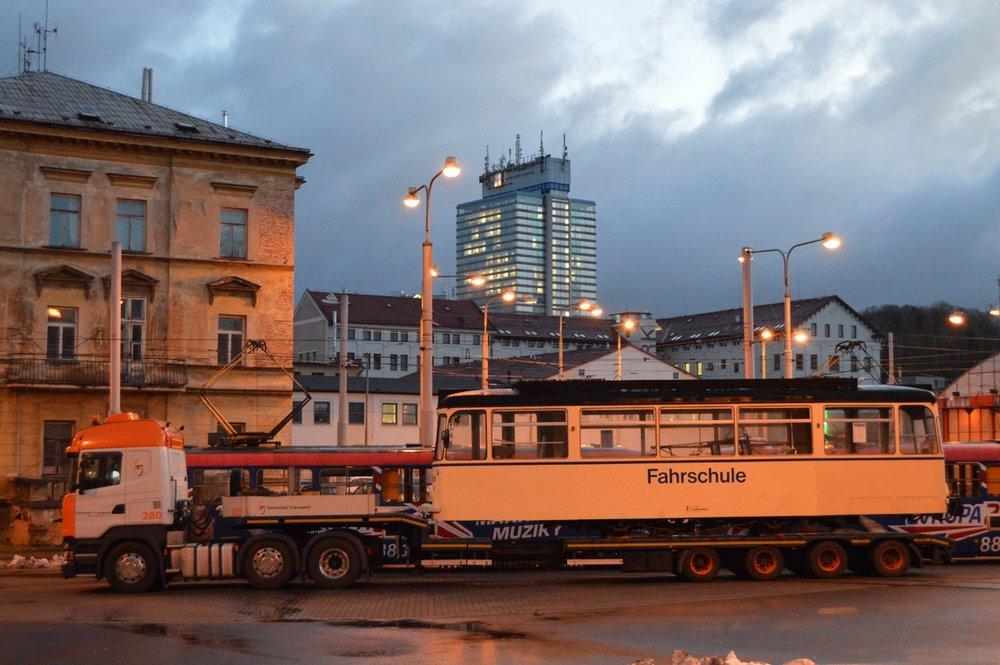 Přepravu vozidla z Německa zajistila společnost Universal Transport. (foto: Zdeněk Mazánek)