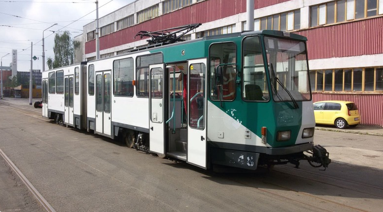 První tramvaje KT4DC byly do Prahy na opravu přivezeny v květnu 2016. (foto: Jaroslav Janda, DPP)