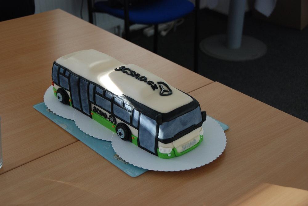 Scania Citywide LE je univerzální autobus. Dodávat lze v městském, linkovém, plynovém i hybridním provedení. Tento snímek ovšem představuje její méně obvyklou podobu - sladkou. (foto: Libor Hinčica)