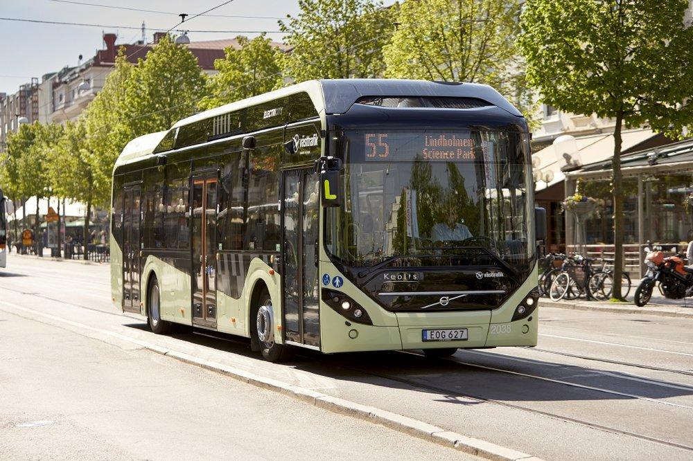 Volvo 7900 Electric Hybrid v ulicích švédského Göteborgu. (foto: Volvo)