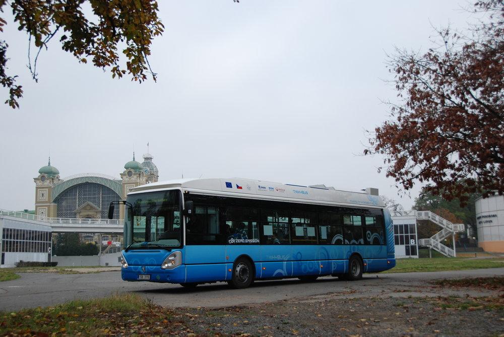 Svůj vodíkový autobus má i Česká republika. V roce 2009 byl dokončen vůz s obchodním názvem TriHyBus, který byl později nasazen do provozu v Neratovicích. (foto: Libor Hinčica)