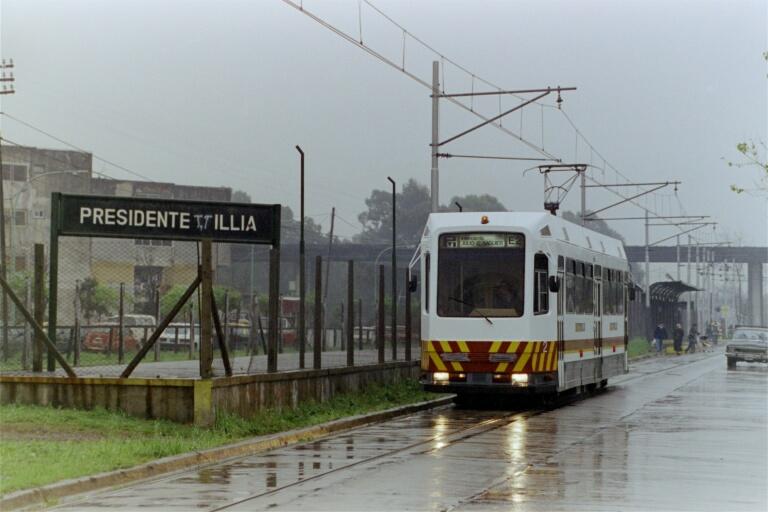 Síť buenosaireského Premetra ležící na okraji města brzy přivítá moderní vozidlo Alstom Citadis 302, které bylo posledních 5 let bez práce.Zatím se mohou cestující vozit pouze téměř třicet let starými vozy Siemens-Materfer. (snímek: Asociación Amigos del Tranvía)