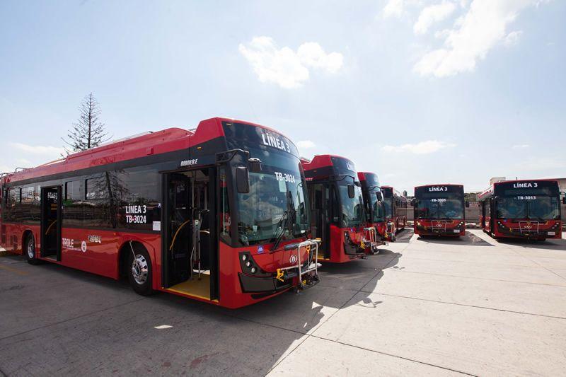 Flotila trolejbusů ještě před nasazením do provozu. (foto: 2x SITEUR)