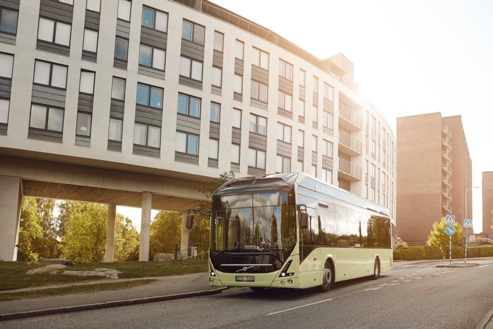 Elektrobus Volvo 7900 Electric na propagačním snímku výrobce. (foto: Volvo Buses)