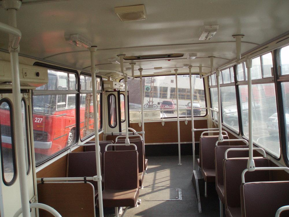 Pohled do interiéru historického trolejbusu Ikarus 260.T1. (foto: Zdeněk Sýkora)