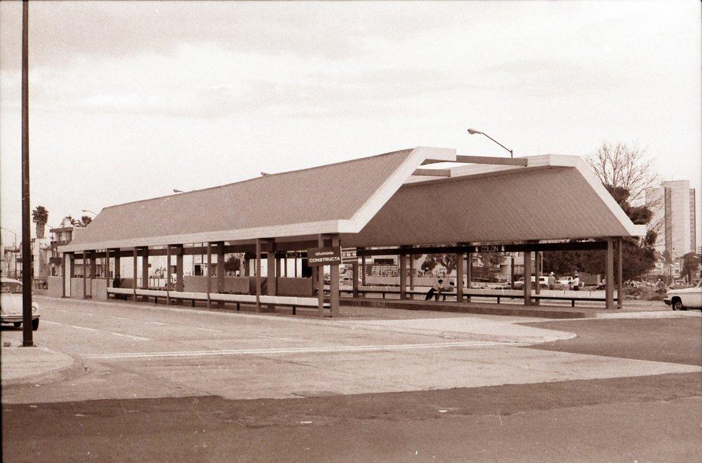 Nadzemní stanice Colón před zatrolejováním. V 80. letech se z ní stala podzemní stanice Washington.(zdroj: kolekce Stephena Scalza / Scalzo Collection)