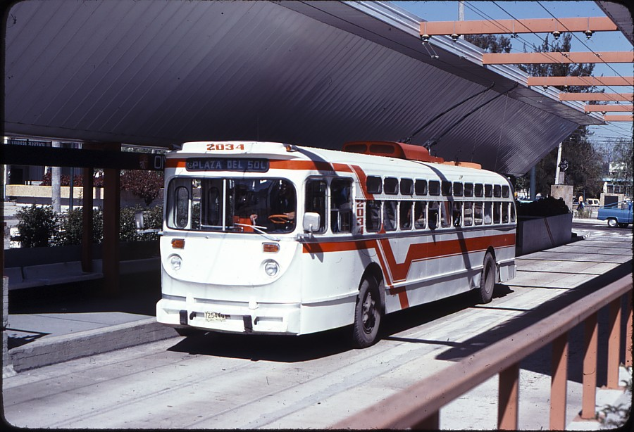 Trolejbus ve stanici División del Norte dne 22. 11. 1977.(zdroj: kolekce Stephena Scalza / Scalzo Collection)