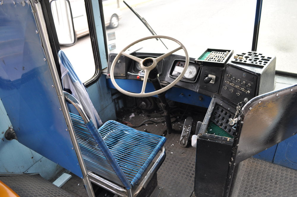 Místo řidiče v trolejbuse MASA/SOMEX v roce 2010. (foto: Jim Bainter)