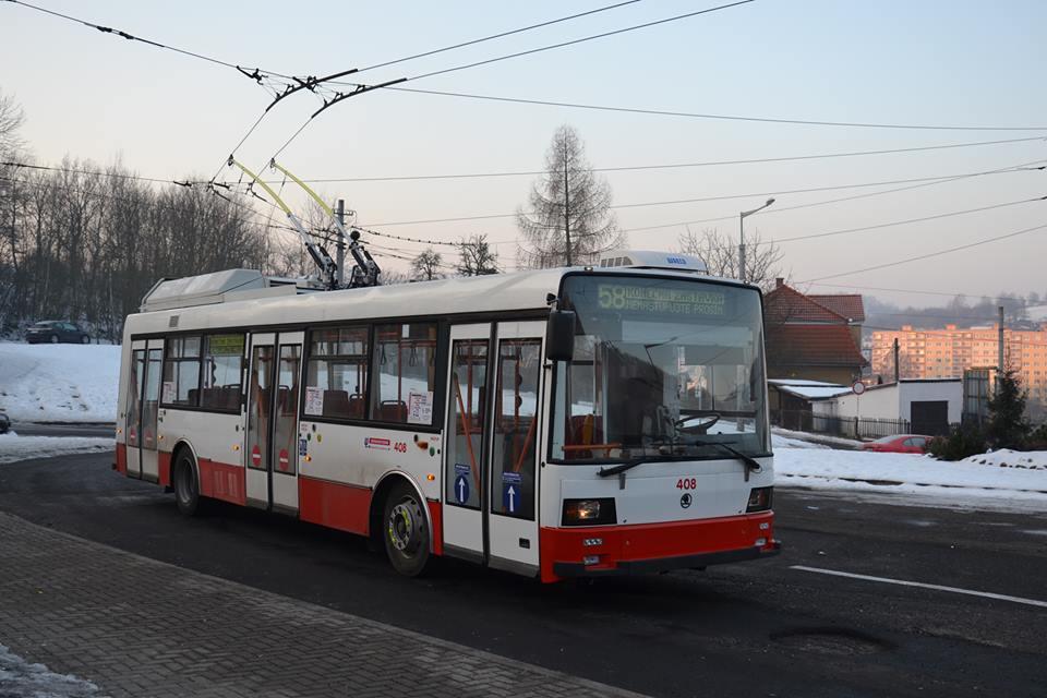 Trolejbus Škoda 21 Tr ev. č. 408 zachycený první den provozu (13. 2. 2017) na lince č. 58 v Ústí nad Labem. (foto: Martin Čepický)