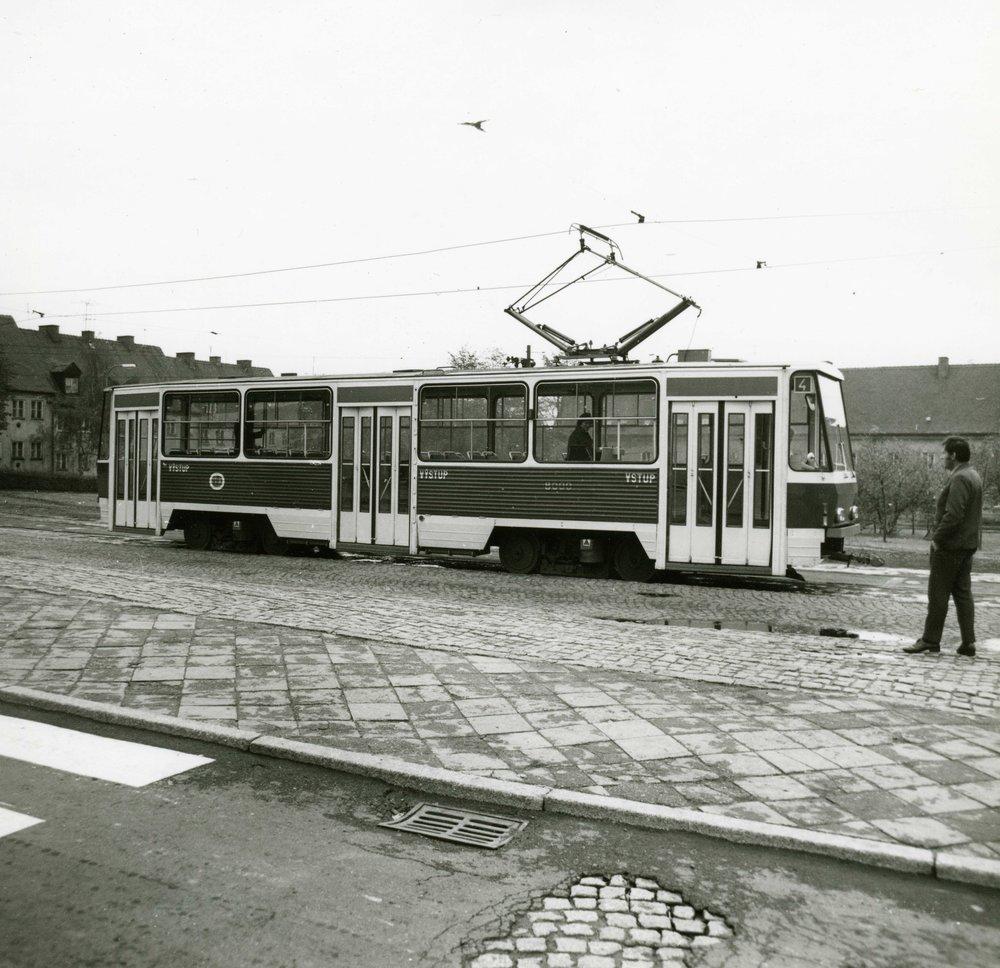 Boční pohled na vůz T5A5 během jeho působení v Mostě. (sbírka: Libor Hinčica)