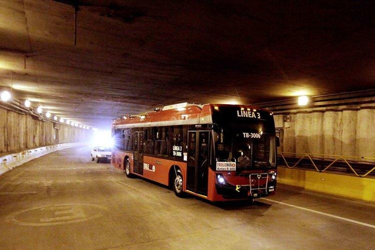 Trolejbus na zkouškách.