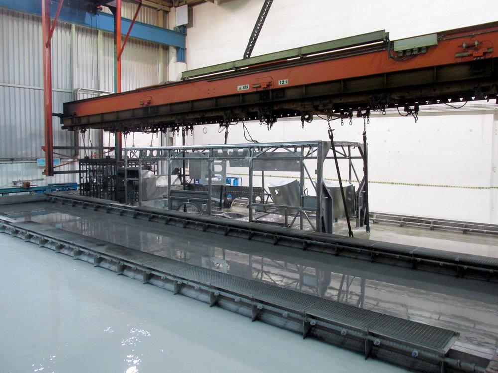 Výroba skeletů nízkopodlažního článkového vozu ve Starachowicích. (foto: MAN Truck & Bus)