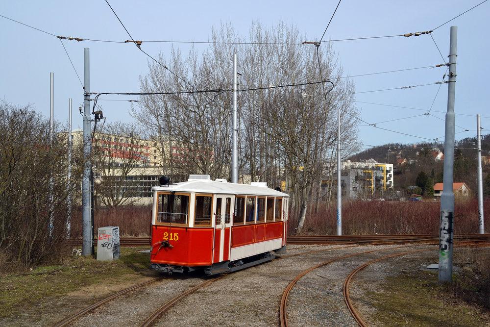 Vlečný vůz ev. č. 215 již absolvoval první zkušební jízdy. (foto: Ing. Jiří Černý)