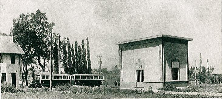 Trať Chambéry – Chignin-les-Marches byla otevřena roku 1930. V provozu byly trolejbusy VETRA typu O.T.S.C. s přívěsem. Snímek je zajímavý především kvůli měnírněs usměrňovači, kterou se VETRA ve svém katalogu z třicátých let chlubila. (zdroj: VETRA /archiv ČeskoslovenskýDopravák)
