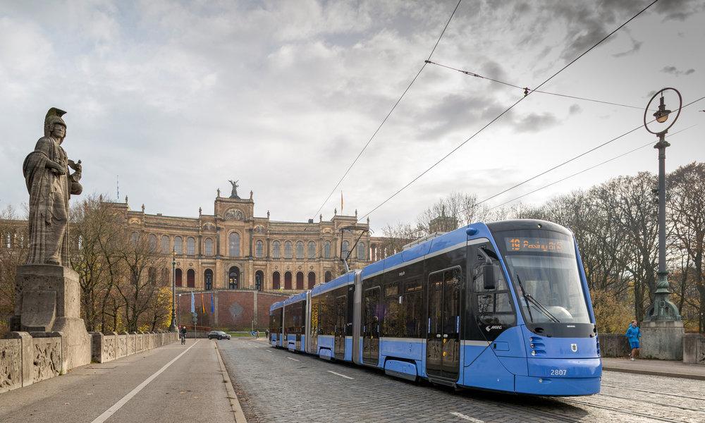 Siemens Avenio v ulicích Mnichova. (foto: Siemens)