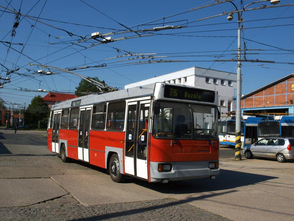 Historický trolejbus 17 Tr ev. č. 3902 po přelakování do původního barevného schématu v roce 2016.(foto: Ing. Vojtěch Dluhý)