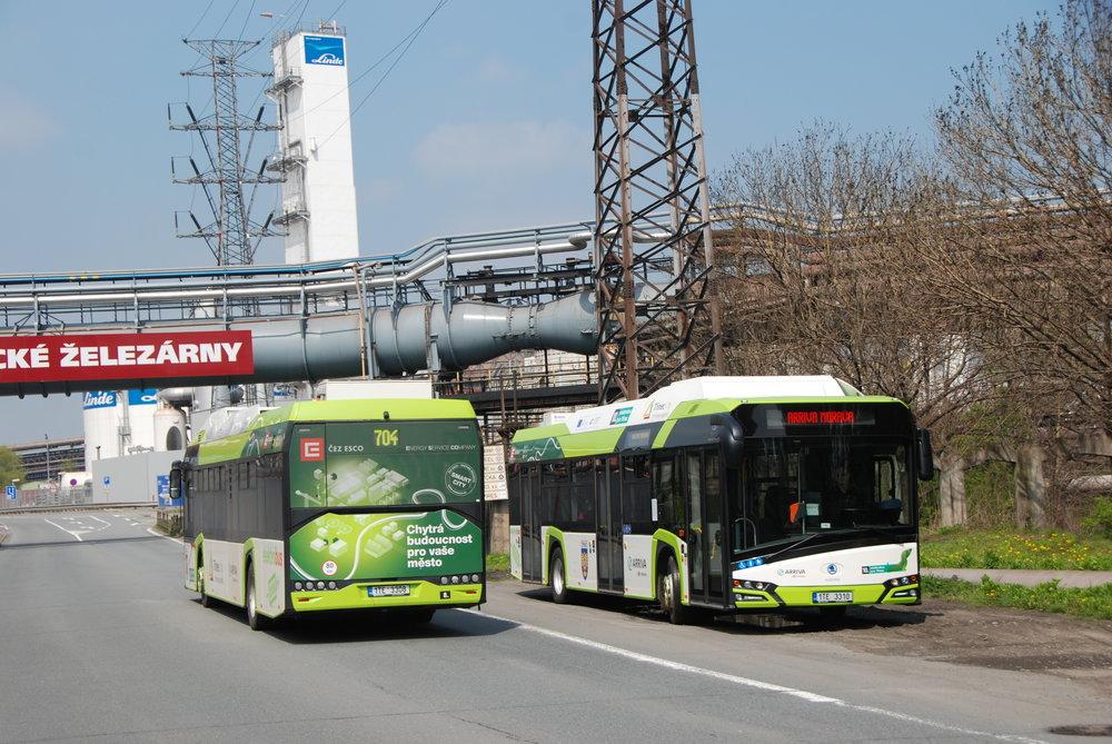 Dvojice elektrobusů Škoda Perun 26BB HE v Třinci. (foto: Libor Hinčica)