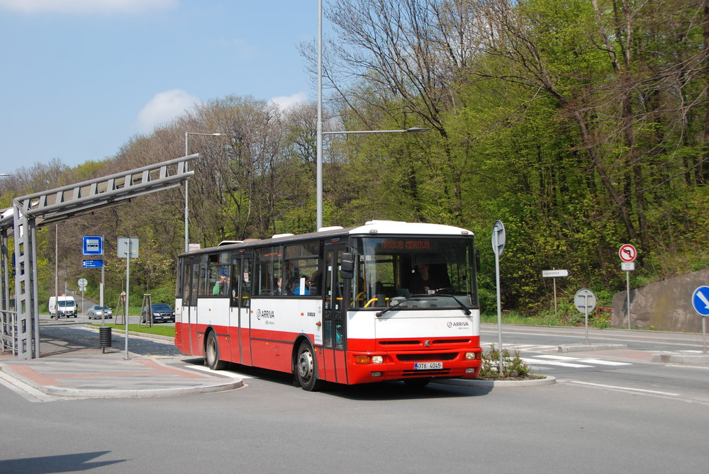 Autobus Karosa B 952 u třineckého nádraží. (foto: Libor Hinčica)