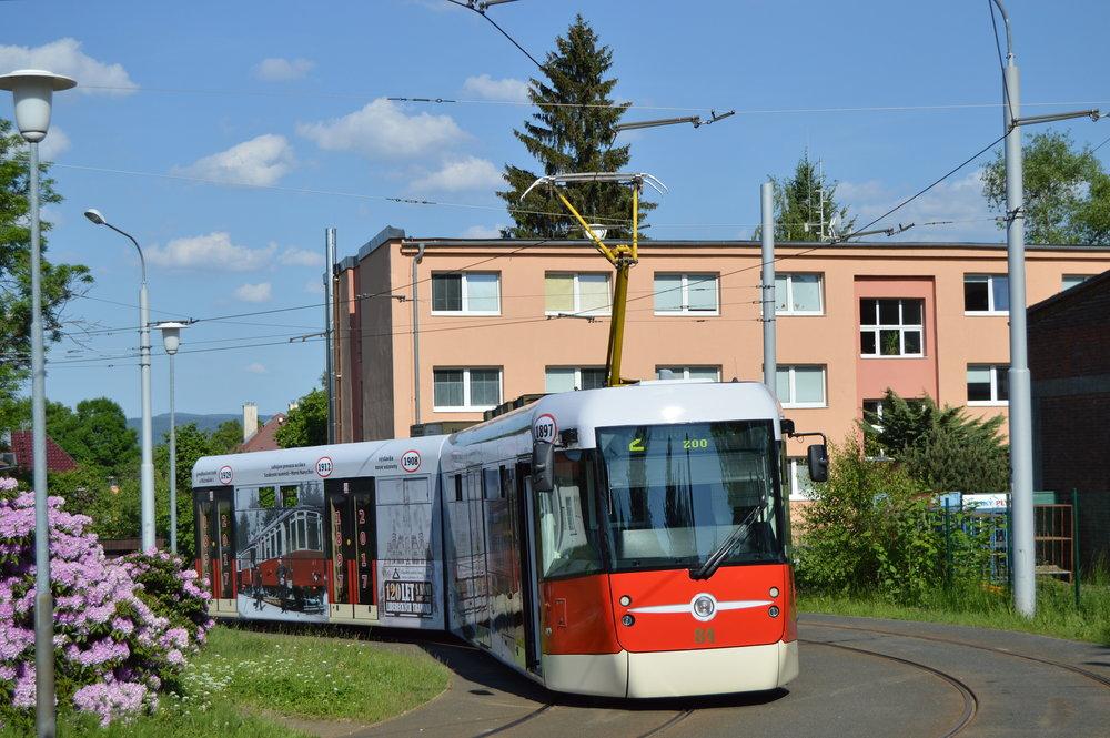 """Liberecký vůz EVO2 je dosud jediným vozem svého typu. Z fotografie je dobře patrná imitace """"vousu"""" typického pro vozy typu T2."""