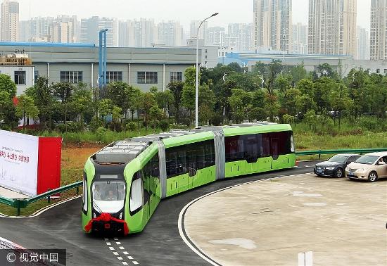 Je to tramvaj nebo není? Pochopitelně že není, ačkoli tak na první pohled může vozidlo vypadat. (foto: CRRC Zhuzhou)