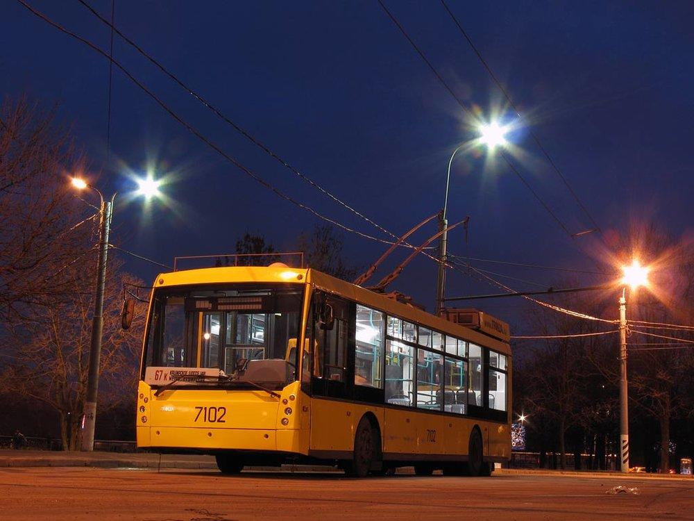 Trolejbus Megapolis výrobce Trolza v Moskvě. Zatímco Petrohrad dává trolejbusům zelenou, Moskva postupně trolejbusovou síť likviduje... (zdroj: Wikipedia.org)