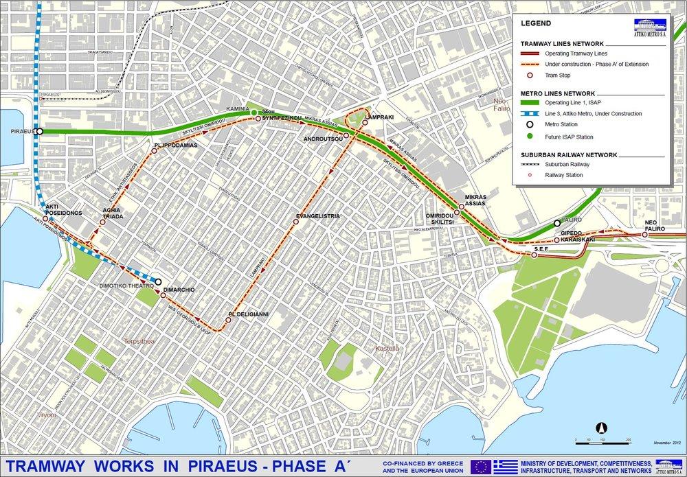 Podoba právě realizovaného prodloužení tramvajové sítě v oblasti města Pireus, jež je součástí aténské aglomerace. Do budoucna se má aténská tramvajová síť rozšiřovat o další úseky.(zdroj: Attiko Metro S.A.)