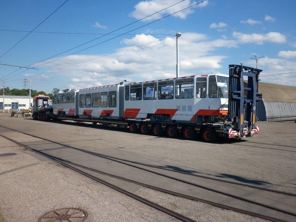 Tramvaj KT6T pro Tallinn obdržela nejen novou elektrickou výzbroj, ale také nové barevné schéma vycházející z vozů CAF Urbos AXL. (foto: Cegelec a. s.)