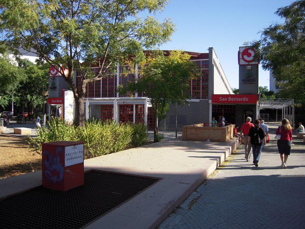 Stanice San Bernardo na snímcích z podzimu roku 2010.