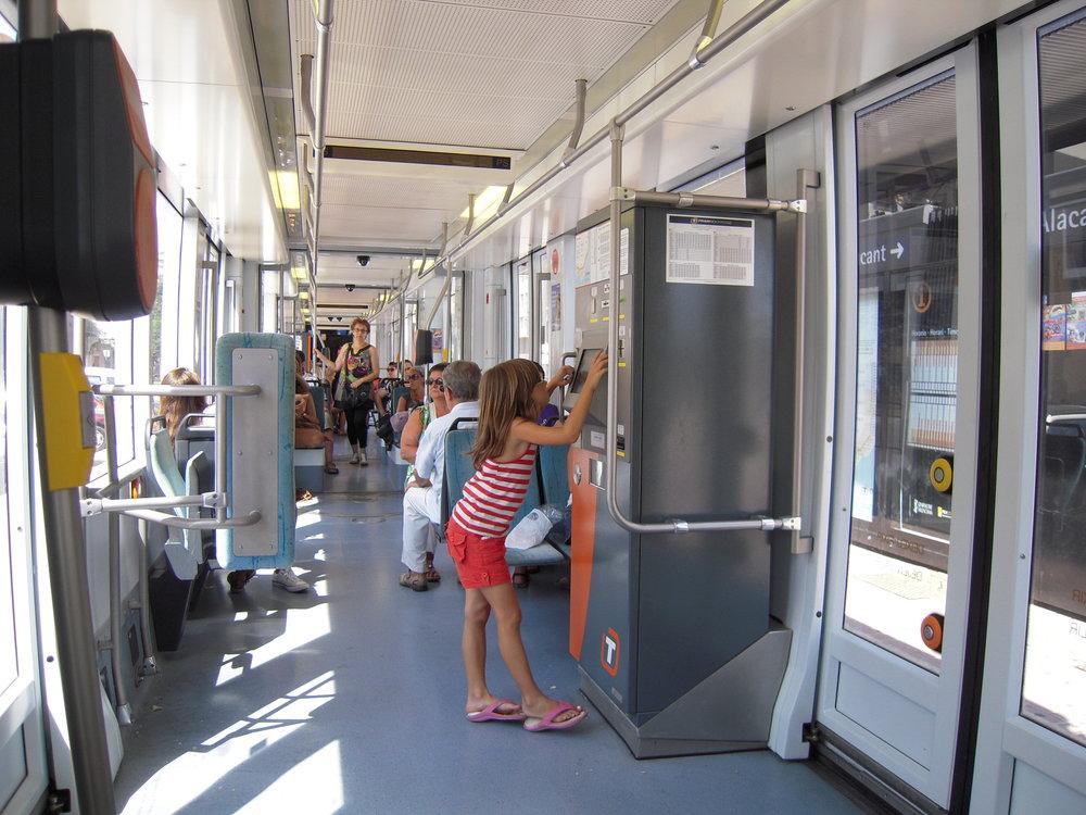 Interiér tramvaje Bombardier řady 4200