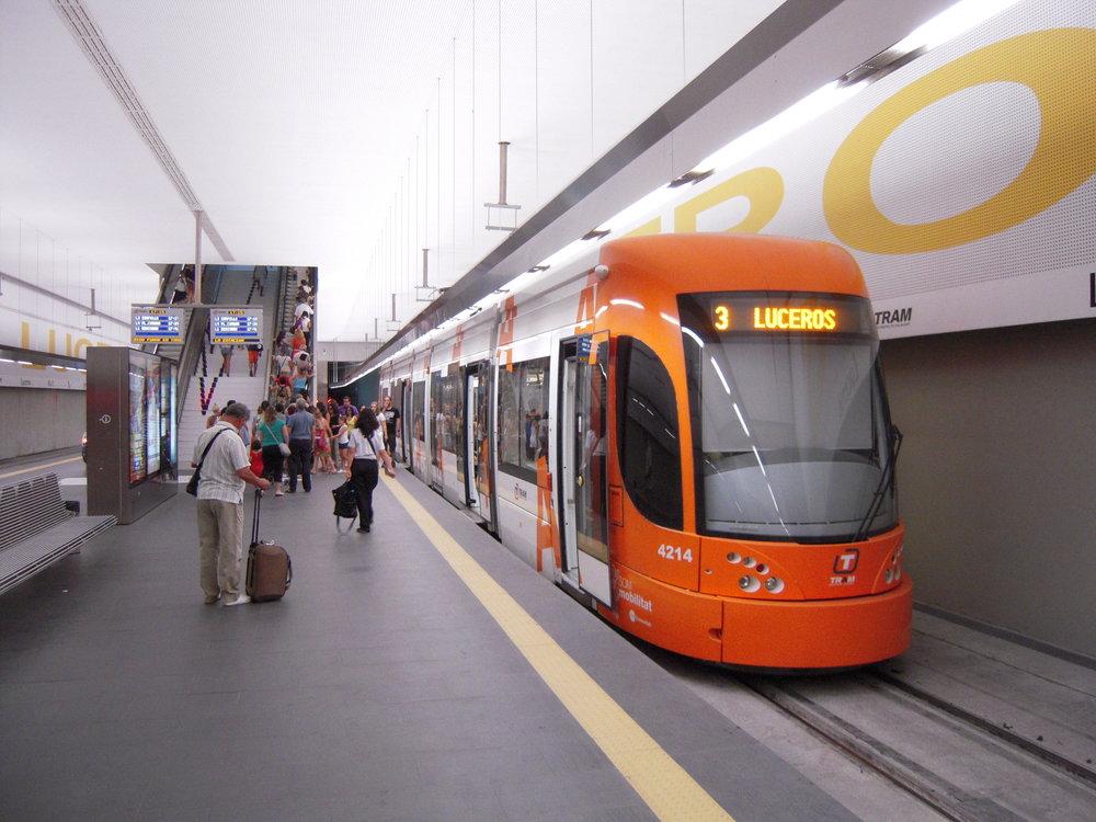 Konečná zastávka Luceros s tramvajířady 4200