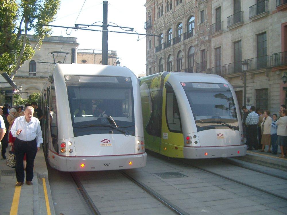 Tramvaje Urbos 2 při prezentaci veřejnosti dne 28. října 2007.