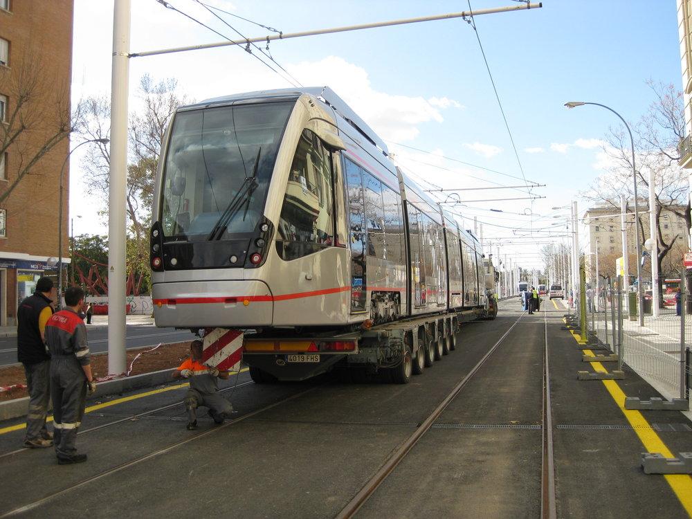 Návoz jedné z tramvají Urbos 3.(foto: Miguel Cano López-Luzzatti)