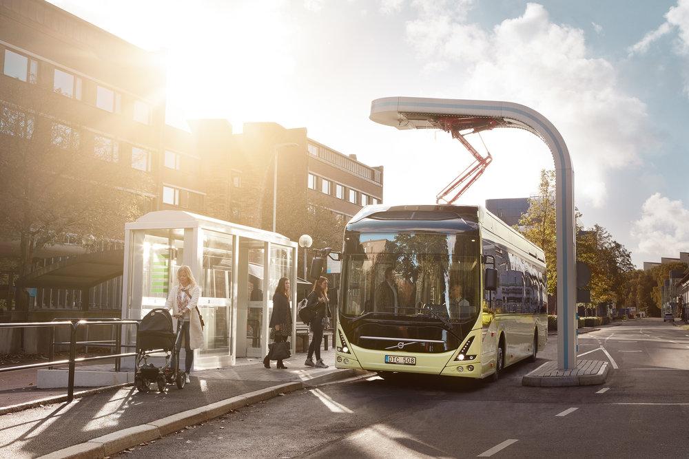 Elektrobusy Volvo 7900 Electric slouží ve Švédsku již ve městě Göteborg, avšak do provozu zde jsou nasazovány prozatím v rámci výzkumného projektu ElectriCity na linku č.55. Göteborg tak slouží trochu jako pokusná laboratoř. V příštím roce se zde počítá s rozšířením provozu elektrobusů na linku č. 16, kde by měly začít jezdit zřejmě kloubové elektrobusy.(foto: Volvo Buses)