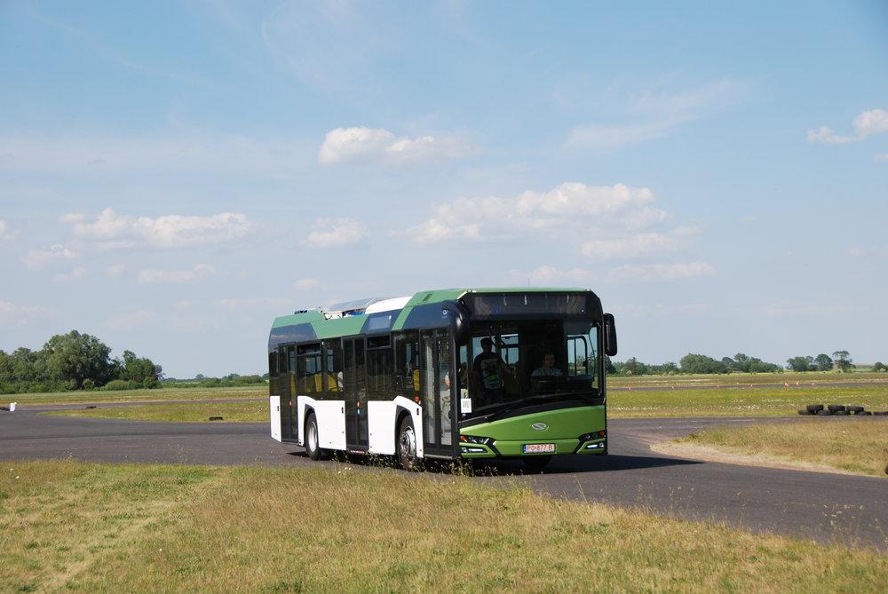 Hybridní autobus od Solarisu s hybridním řešením od společnosti BAE Systems. (foto: Libor Hinčica)