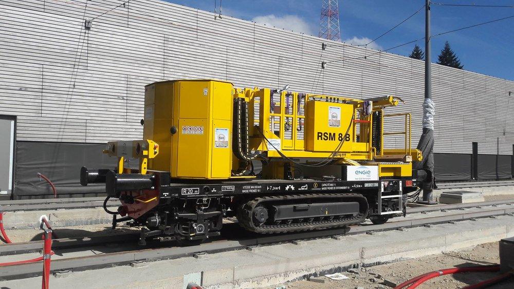Jeden ze zajímavých služebních vozů podílejícících se na výstavbě trati. (zdroj: FB LUXTRAM)