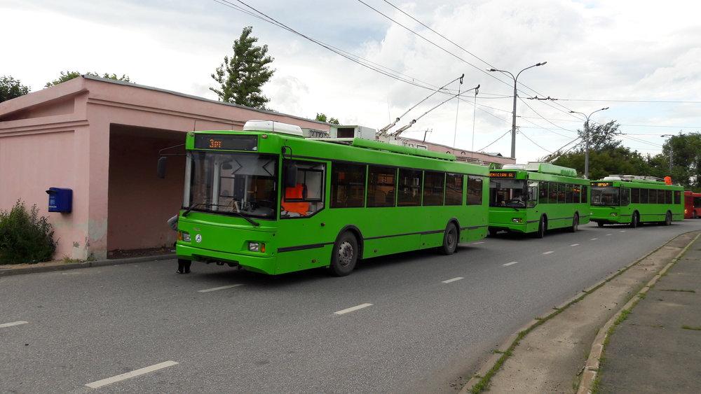 Trolejbusy na západně ležící konečné Rečnoj port, která, jak napovídá název, sídlí u přístavu, jmenovitě na řece Volze.