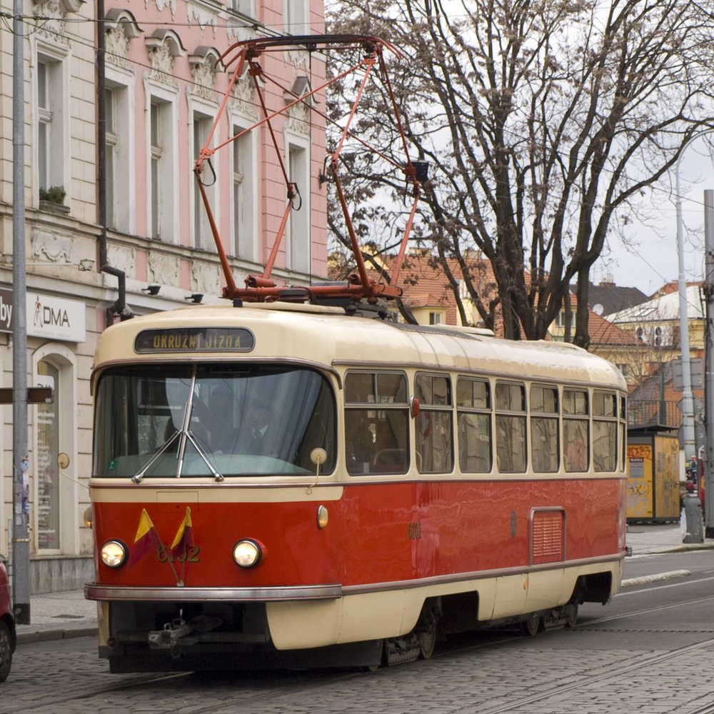 """Vůz T3 ev. č. 6102 je fakticky první sériově vyrobenou """"té trojkou"""". (zdroj: Wikipedia.org)"""
