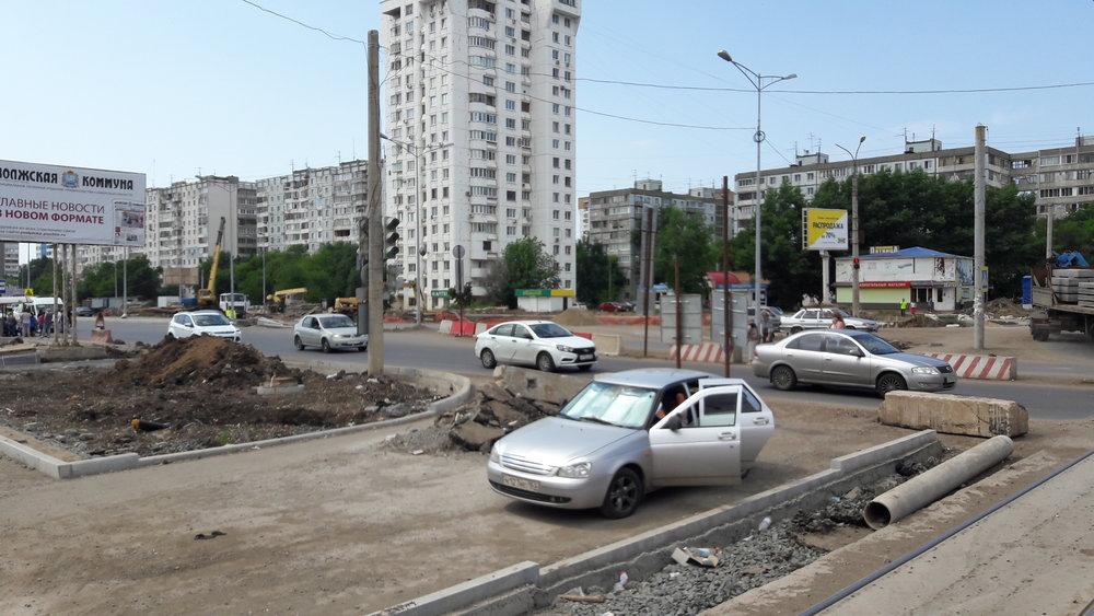 Stavba nové trati při ulici Taškentská na několika snímcích dne 28. 7. 2017.